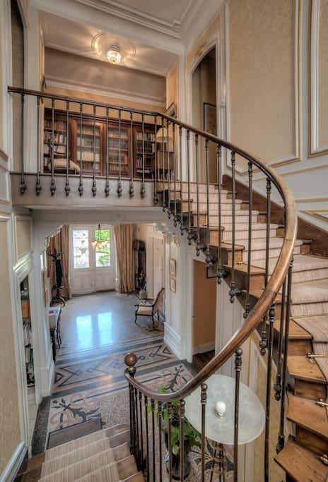 Escalier conduisant aux chambres