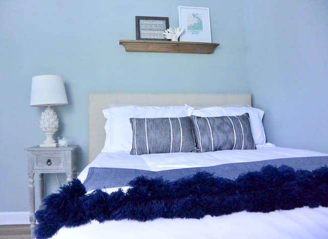 Relaxing coastal guest room