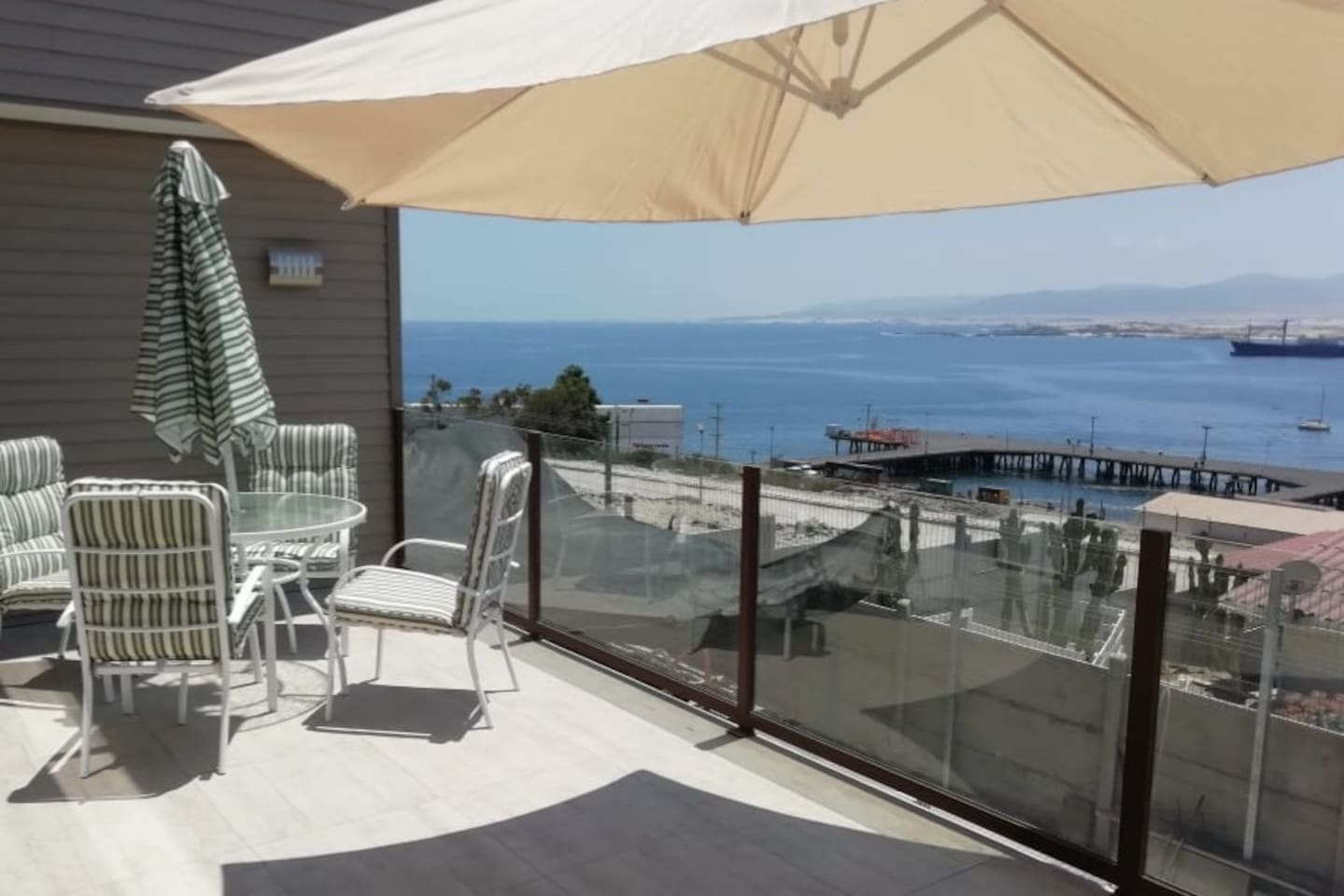 Espectacular terraza vista al mar panorámica