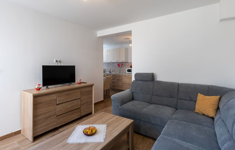 Apartment Nike - Two-Bedroom Apartment with Terrace