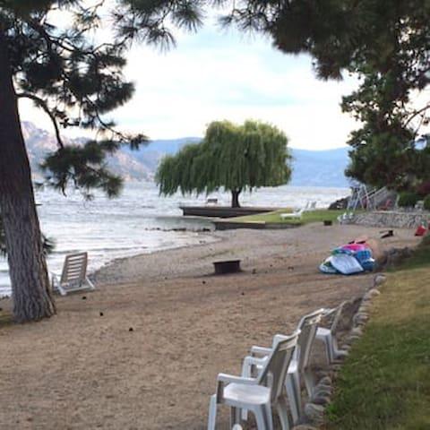 Small cabin steps from the Okanagan lake!