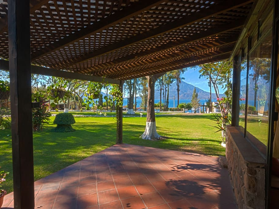 Pergola con Vista al Lago y Volcanes... Pergola with a beautiful view to the lake and Volcanoes