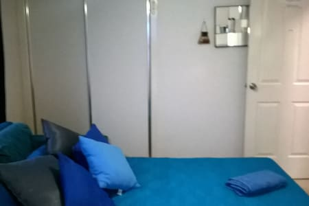YOUR PRIVATE STUDIO + public transport + Parking! - Woolloongabba