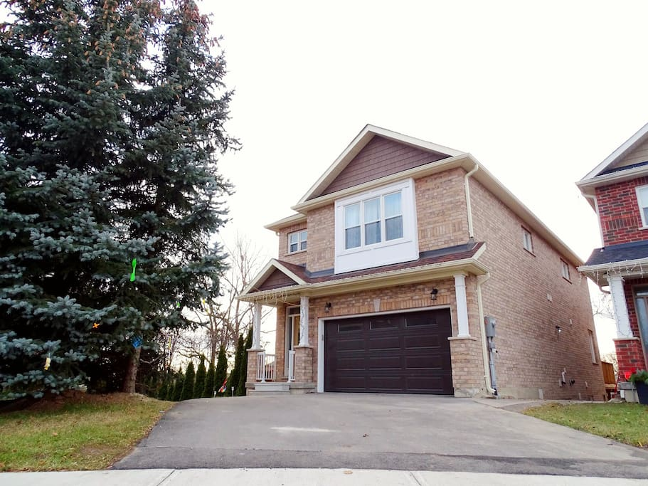 2500 sqft Brand New Designer  Home in Heritage District of Maple