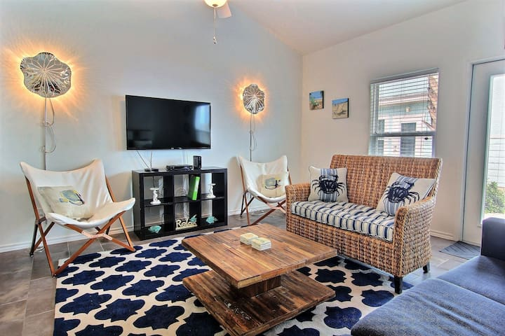Blue Moon Cottage: Near Beaches, Fishing, Boating