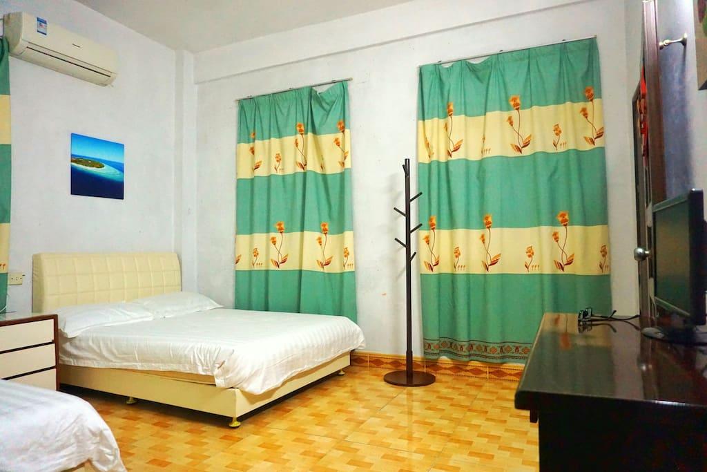 这个是两张一米八床的大房间
