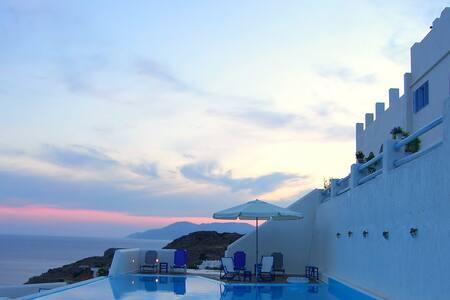 Δωμάτιο σε ξενοδοχείο με θέα θάλασσα