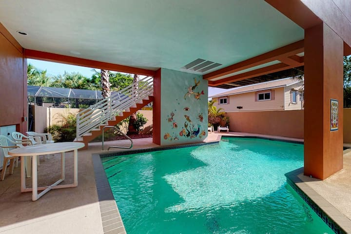 Family friendly home with private pool, short walk from the beach!