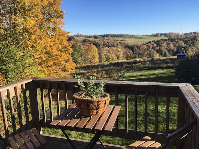 Sweeping Mountain View From Catskills Farm Retreat - Jeffersonville