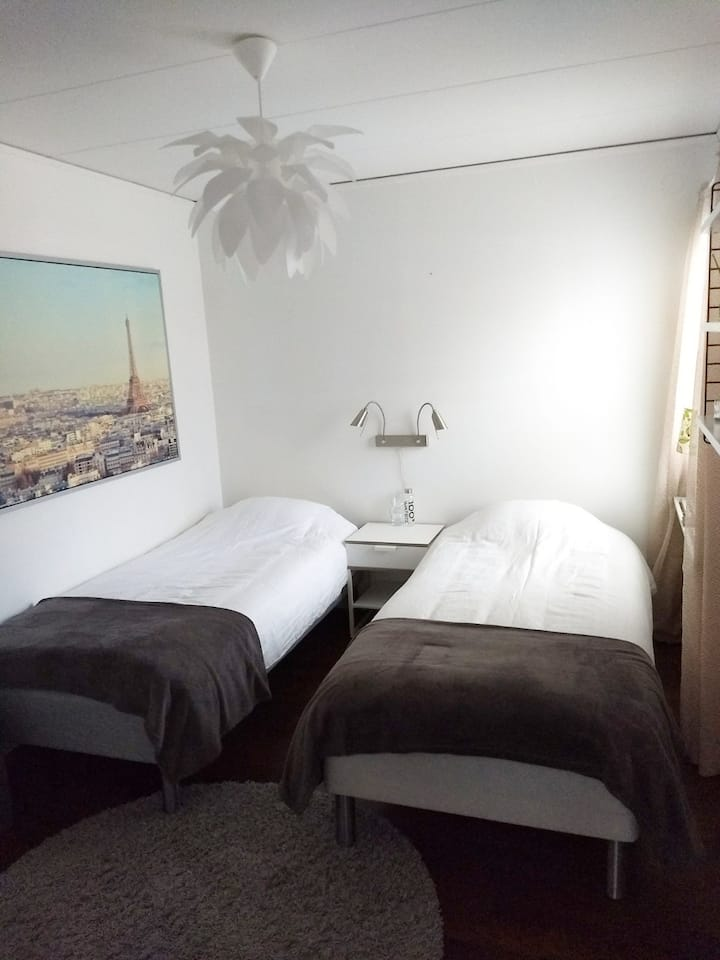 Clean and fresh room, private toilett/shower.
