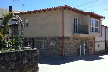 Preciosa casa en Ourense,en la aldea de Caldesiños - Viana do Bolo - Dům