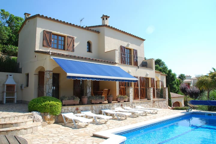 Deluxe Villa in Calonge with Private Pool