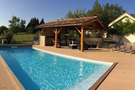 Maison de caractère en pierre, piscine chauffée - Mérens - 獨棟