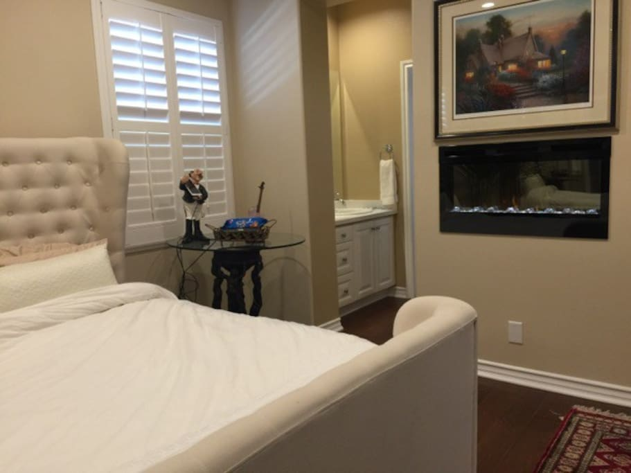 Beautiful cozy master suite with Fireplace and Top of the Line TV/Cable and furniture