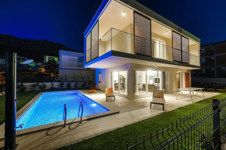 Luxury 4* Villa Marie with private heated pool