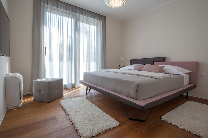 Bedroom - double bed - TV - AC unit