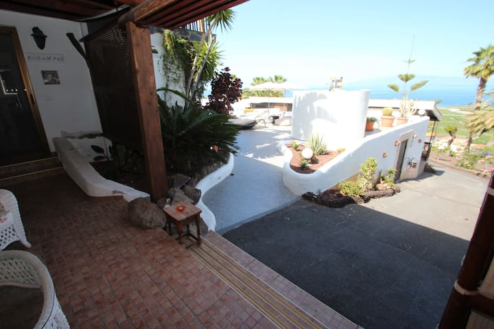 Finca La Puerta de Alcalá is a privately owned and well maintained holiday finca