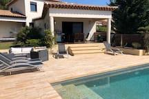 Maison  avec piscine à débordement