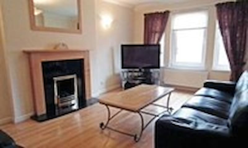 4 Bedroom family house,  Motherwell - Motherwell - Huis