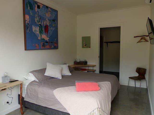 Room 2-Deluxe King - Wallington - Bed & Breakfast