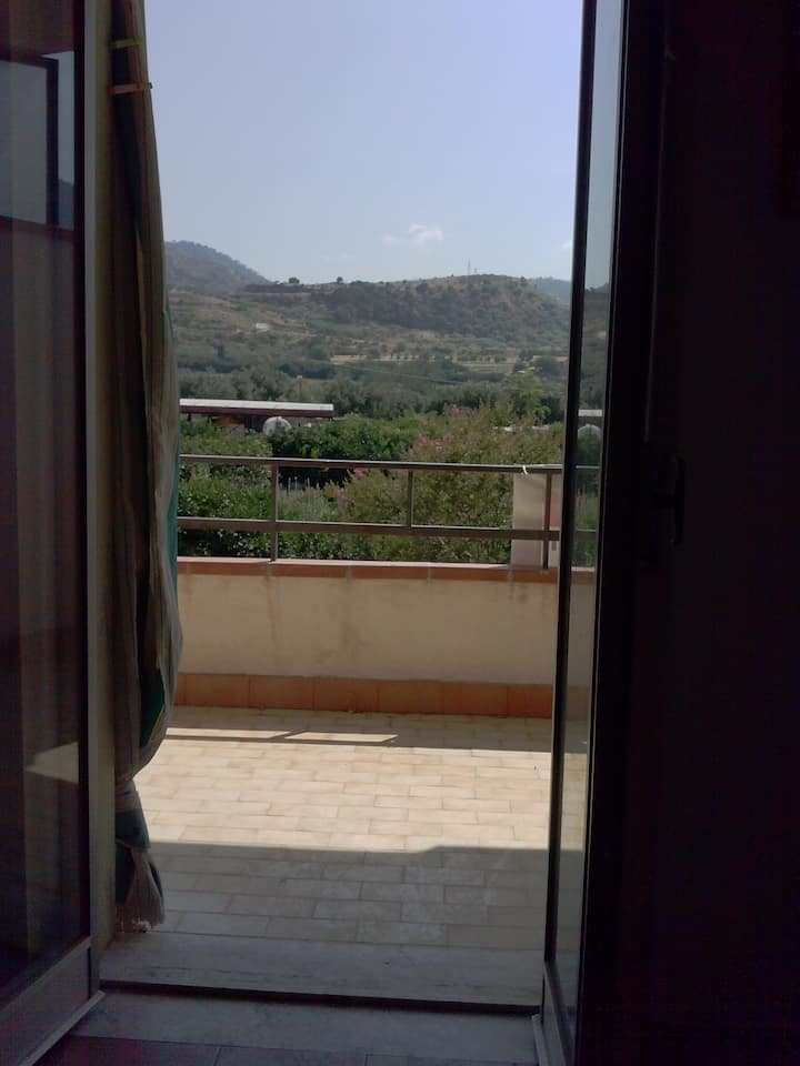 Oliveri Appartamento con vista giardino