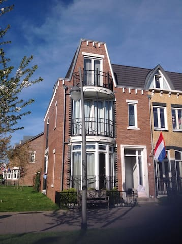 Family house close to beach/ city's - Voorschoten - Casa