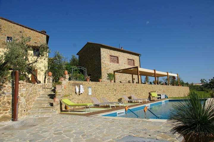 Apartment in a typical renovated Tuscan farmhouse, few kilometers from Florence.