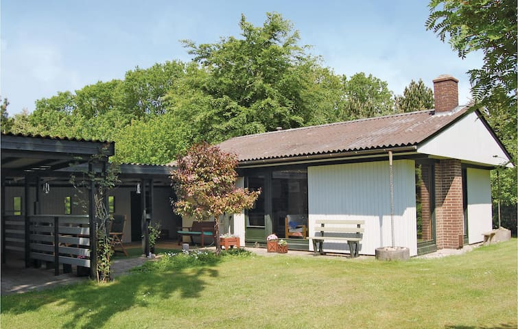 Holiday cottage with 2 bedrooms on 48 m² in Farsø