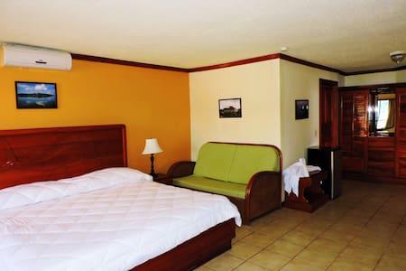 Habitación con cama extragrande - Golfito
