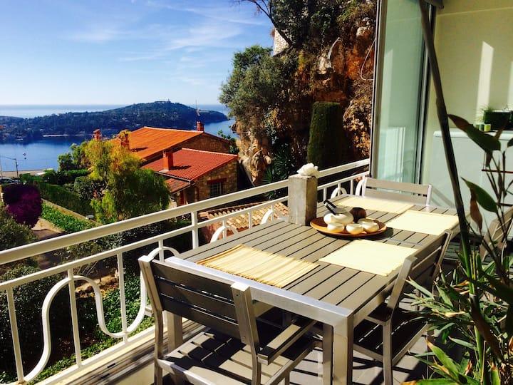 Le Côte d'Azur : lumineux, calme avec vue sur mer