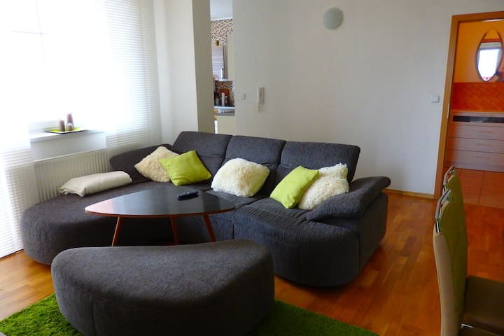 Apartments with Parking and Balcony - Chrášťany - Appartement