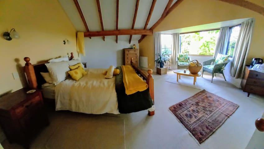 Bay window room with queen bed