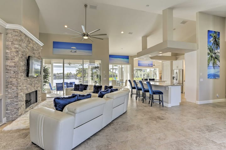 'Bikinis & Martinis' - Canalfront Cape Coral Home!