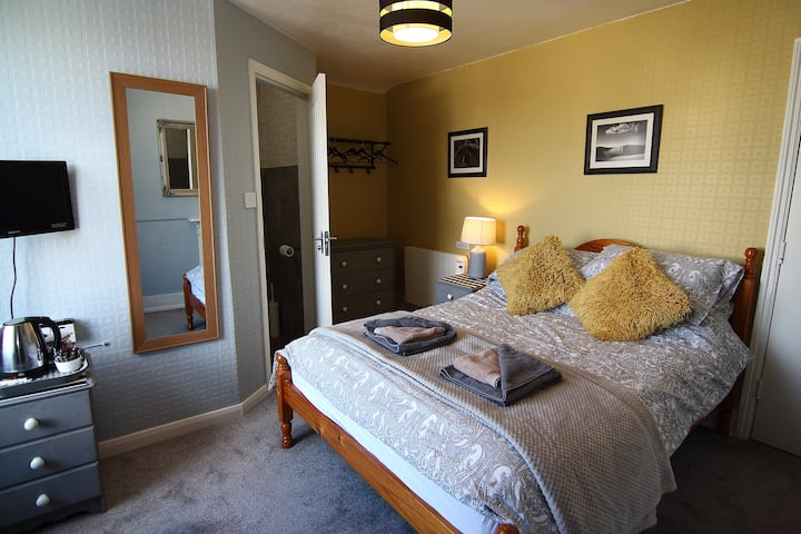 Double Room in Characterful Victorian B&B