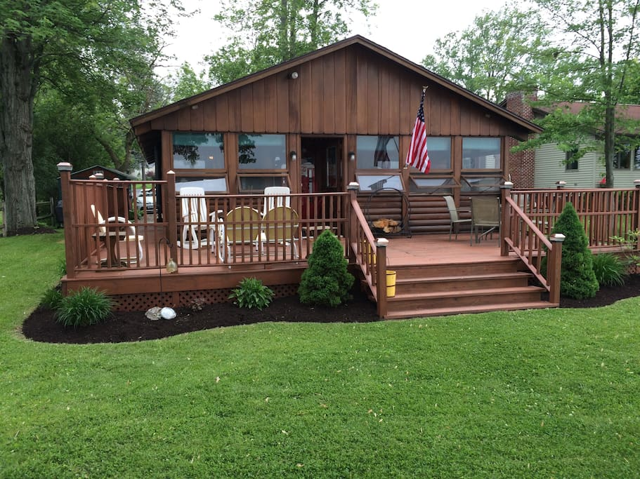 Quiet log cabin on owasco lake houses for rent in auburn for Log cabins in ny