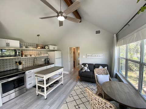 Whimsy Hill Treetop Retreat w/ Hill Country Views