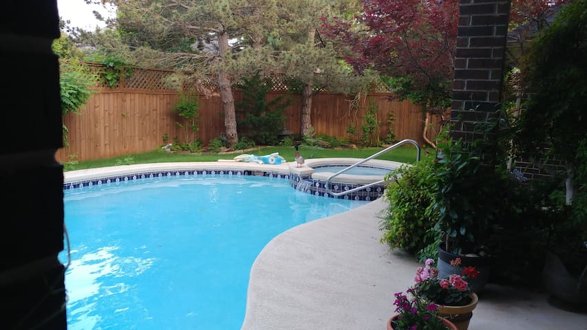 Warrwick Pool and Spa /Heated pool open all year