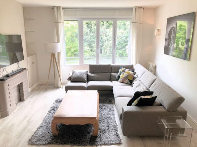 In the heart of Neuilly! Modern Design&Close Wood!