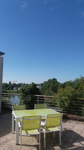 Terrasse de rêve sur les toits de Charleville