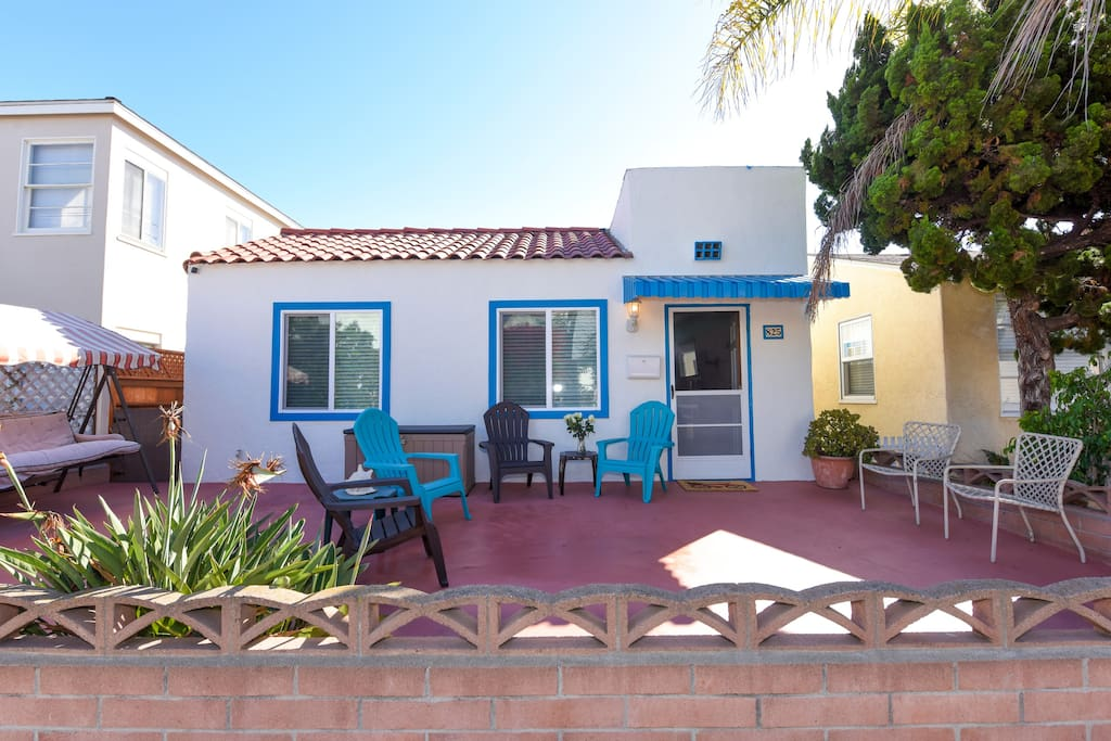 """Spacious front patio for relaxing outdoors. """"This is a great cottage to stay at for couples or families, well equipped and comfortable. It was very clean, quiet, and just a short walk to the beach, perfect for our family."""" Aude (guest)"""