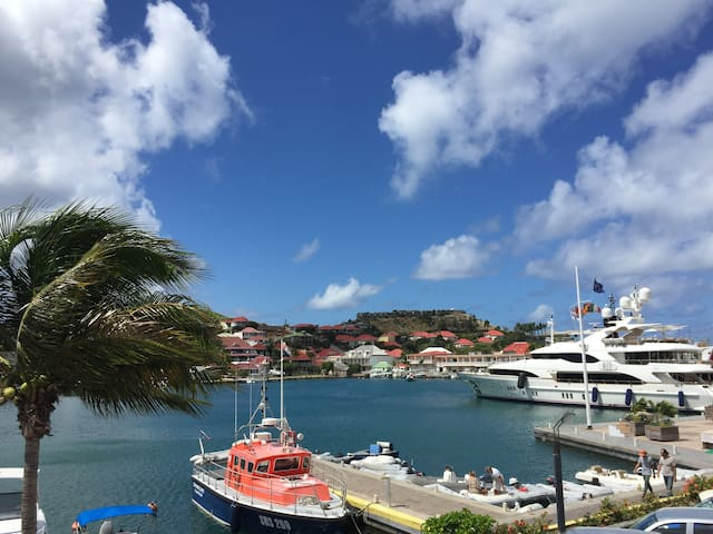 On the harbor in  GUSTAVIA, next to Shell Beach ! - Gustavia - Apartment