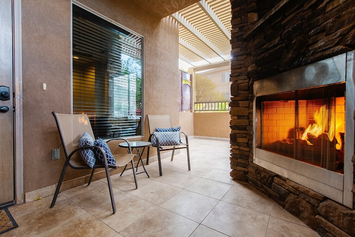 B1l Desert Sunrise sleeps 4 guests, 1 bedroom, 1 bathroom, outdoor fireplace