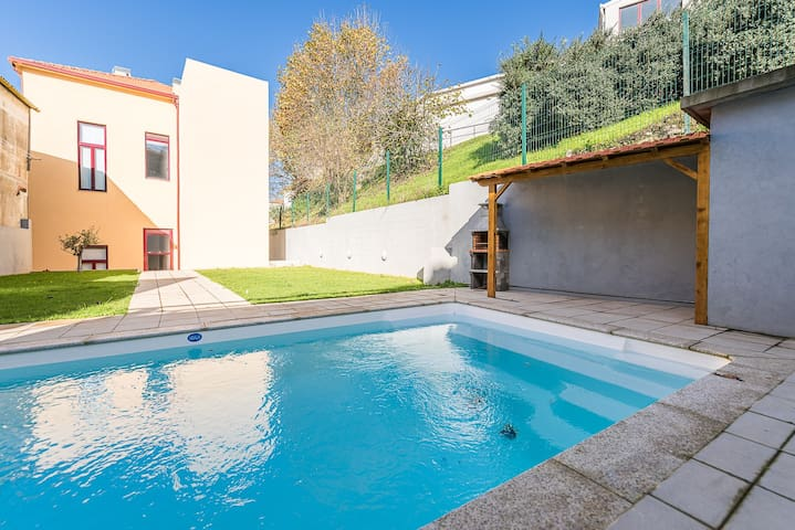 The Porto Concierge - Easygoing Pool to River