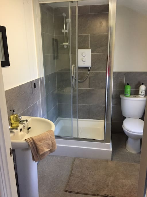 The modern, contemporary bathroom with complimentary toiletries and top quality linen .....