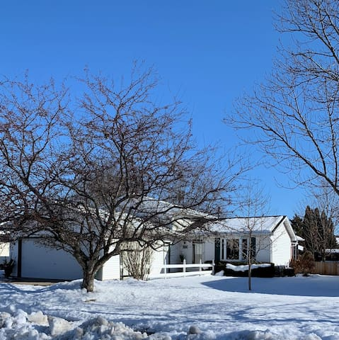 EAA guests! Rent entire home!