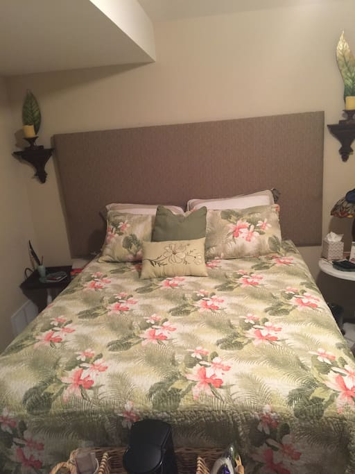 Queen size bed in the tropical room
