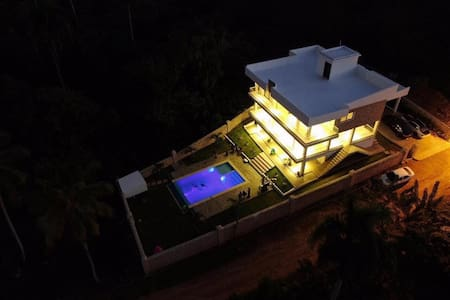 Blue Paradise House, just minutes from the beaches