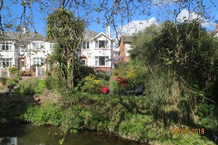 Sidmouth seaside family cottage by the river.