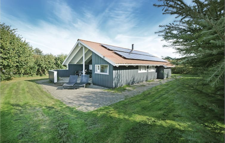 Holiday cottage with 4 bedrooms on 89 m² in Asperup