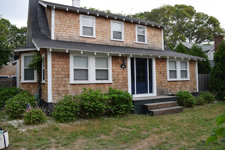 Charming Vineyard Home Walk to Town - Vineyard Haven - House